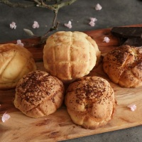 Melon pan, Japanese cookie crusted buns
