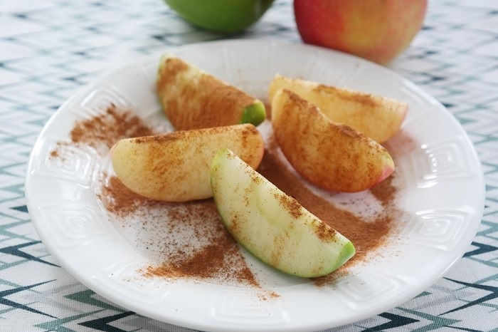 Refreshing apple and cinnamon juice