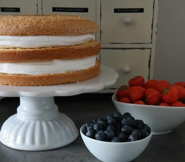 Meringue, Sponge cake, Berries, Cream, Custard, Naked cake, Analiza Gonzales