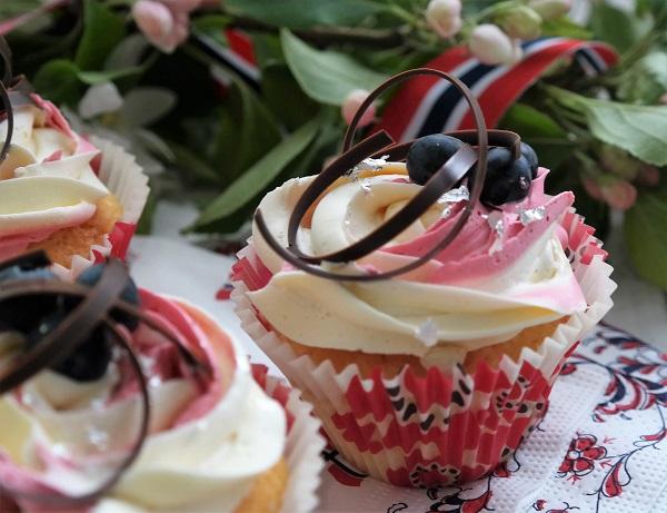 Sitron cupcakes, muffins, smørkrem, bringebær, sitron Lizas matverden