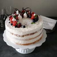 Naked cake with meringue and berries