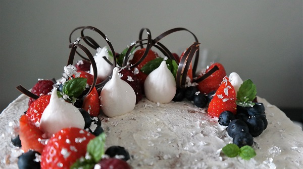 Meringue, Sponge cake, Berries, Cream, Custard, Naked cake, Analiza Gonzales